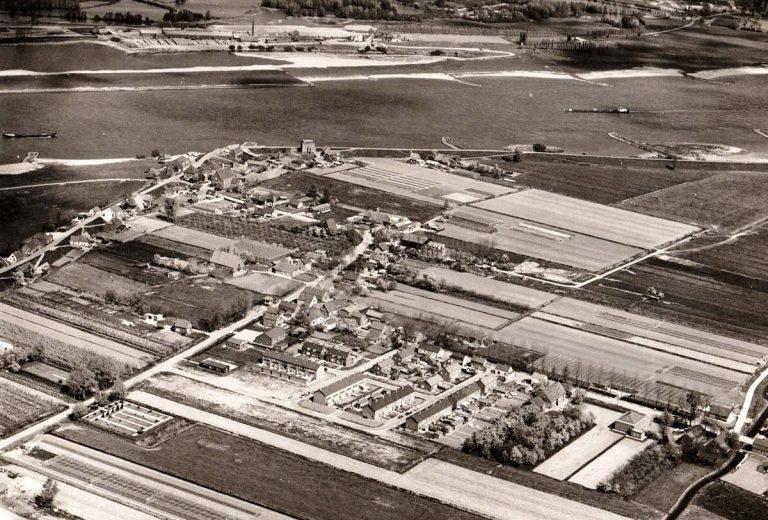Luchtfoto Nieuwaal 1973